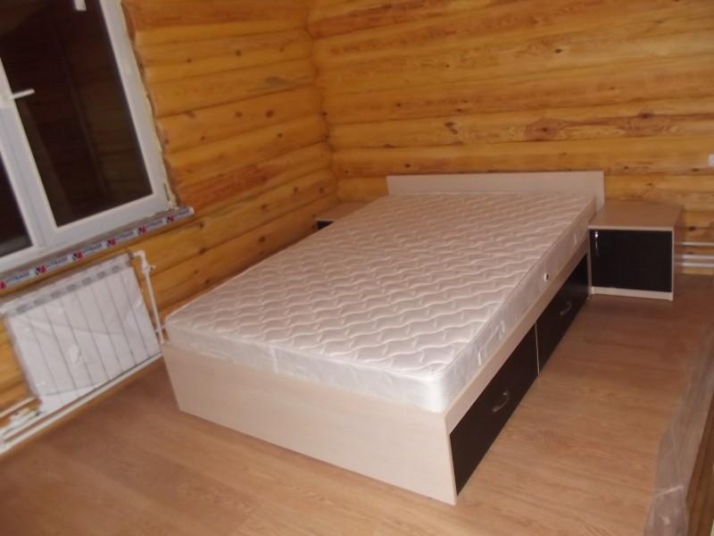 кровать в частном доме